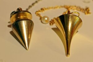 pendulum-235127_640